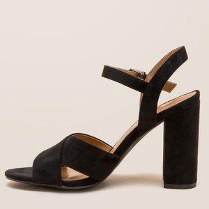 NIB Black Chic Crisscross Block Heel Sandal